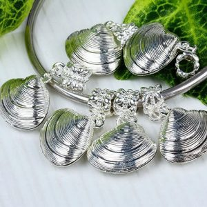 silver-clam-Charm